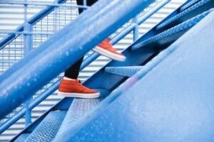 steps 1081909 1280 300x200 - Krok-naprzód